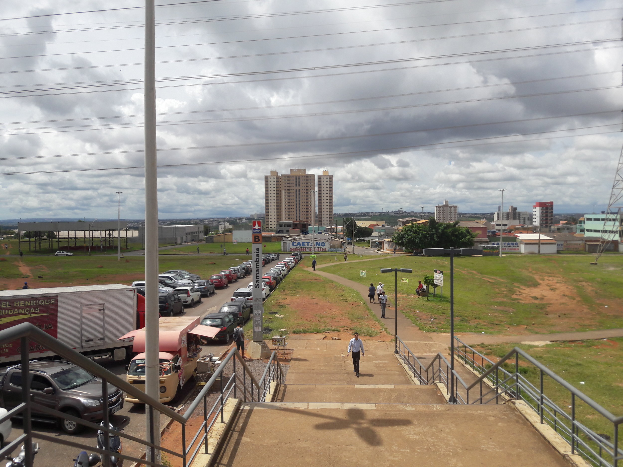 Pohled na sever ze stanice Terminal Samambaia.