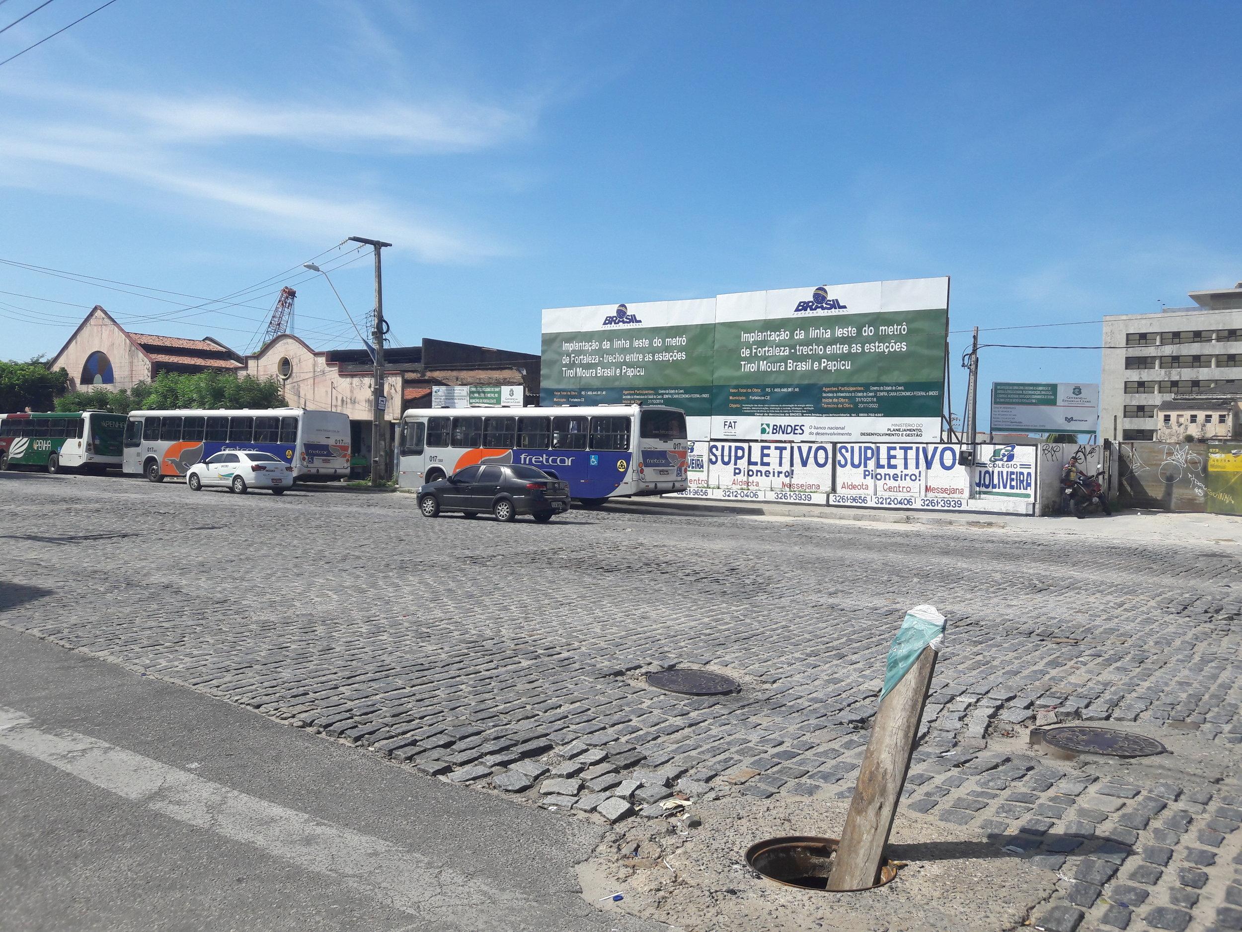 Přerušená stavba žluté linky mezi stanicemi Chico da Silva a Sé.