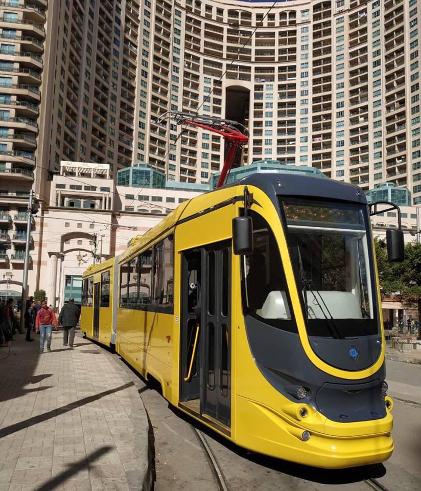 Když se dva perou, třetí se směje… Zatím jediný, kdo může letos do Kyjeva nové tramvaje dodávat, je oděská Tatra-Jug, která do hlavní města vyšle deset částečně nízkopodlažních vozidel. Na snímku její plně vysokopodlažní výrobek pro Alexandrii. (foto: březen 2019, Tatra-Jug).