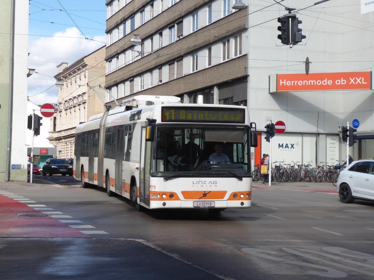 Poslední trolejbus Volvo 7000AT ve službách lineckého DP zachycený dne 5. 3. 2019. (foto: Gunter Mackinger)