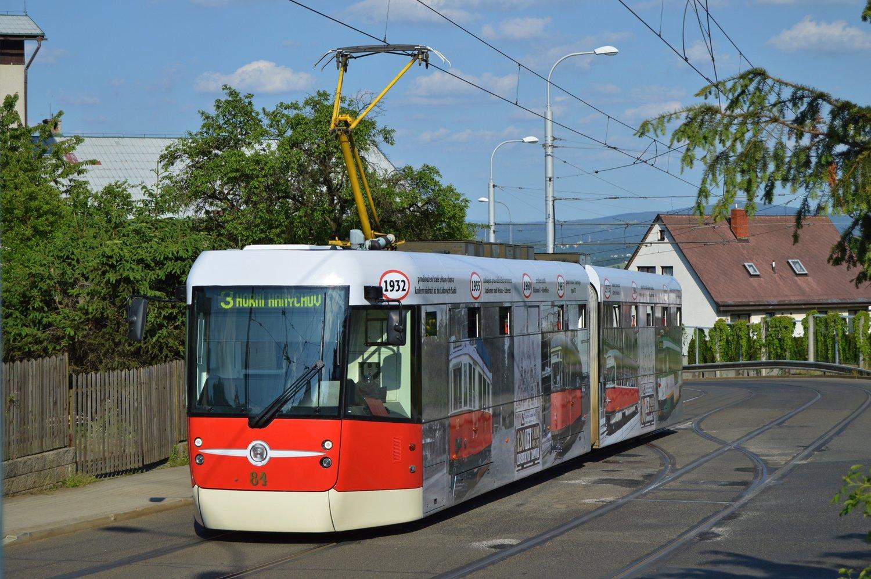 Tramvaj EVO2 v Liberci s polepem k výročí 120 let liberecké MHD. (foto: Zdeněk Mazánek)