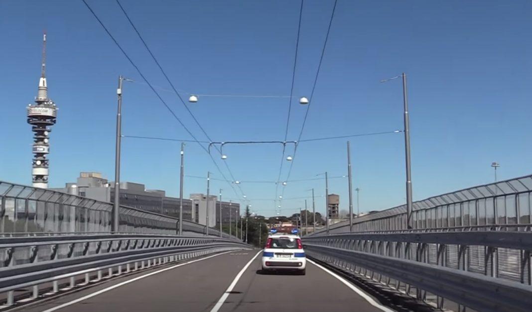 Trolejbusová trať má i vlastní most. (zdroj: Virginia Raggi)