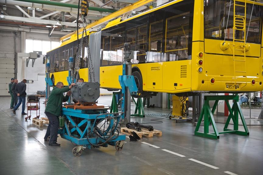 """Nové trolejbusy potřebuje Kyjev jako sůl, poslední masovější obnova místního vozového parku se mu podařila naposledy před několika lety. Na snímcích nové """"kloubáky"""" pro Kyjev. (foto: 2x Bogdan Motors)"""