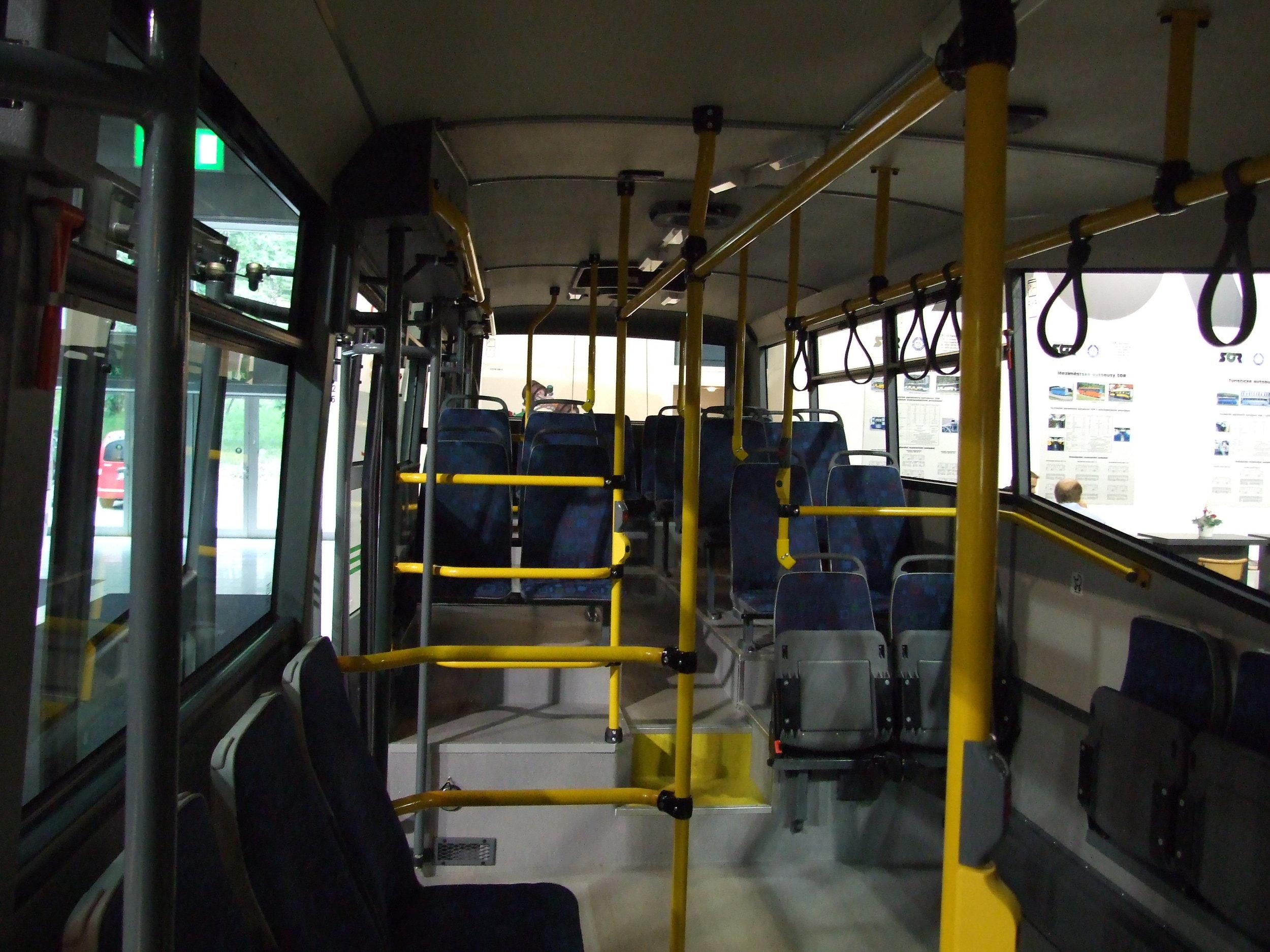 Pohled do interiéru prototypu SOR TN 12A na veletrhu Autotec v červnu 2008. Tehdy ještě trolejbus nebyl pojízdný. (zdroj: Wikipedia.org)
