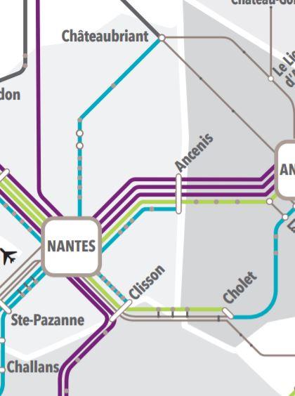 Mapka zobrazuje mj. obě trasy vlakotramvaje z Nantes do Clissonu a z Nantes do Châteaubriantu. Na trati do Clissonu jezdí rovněž normální vlaky, které ale mezilehlé zastávky neobsluhují, čímž nedochází ke kanibalizaci poptávky. (zdroj: SNCF)