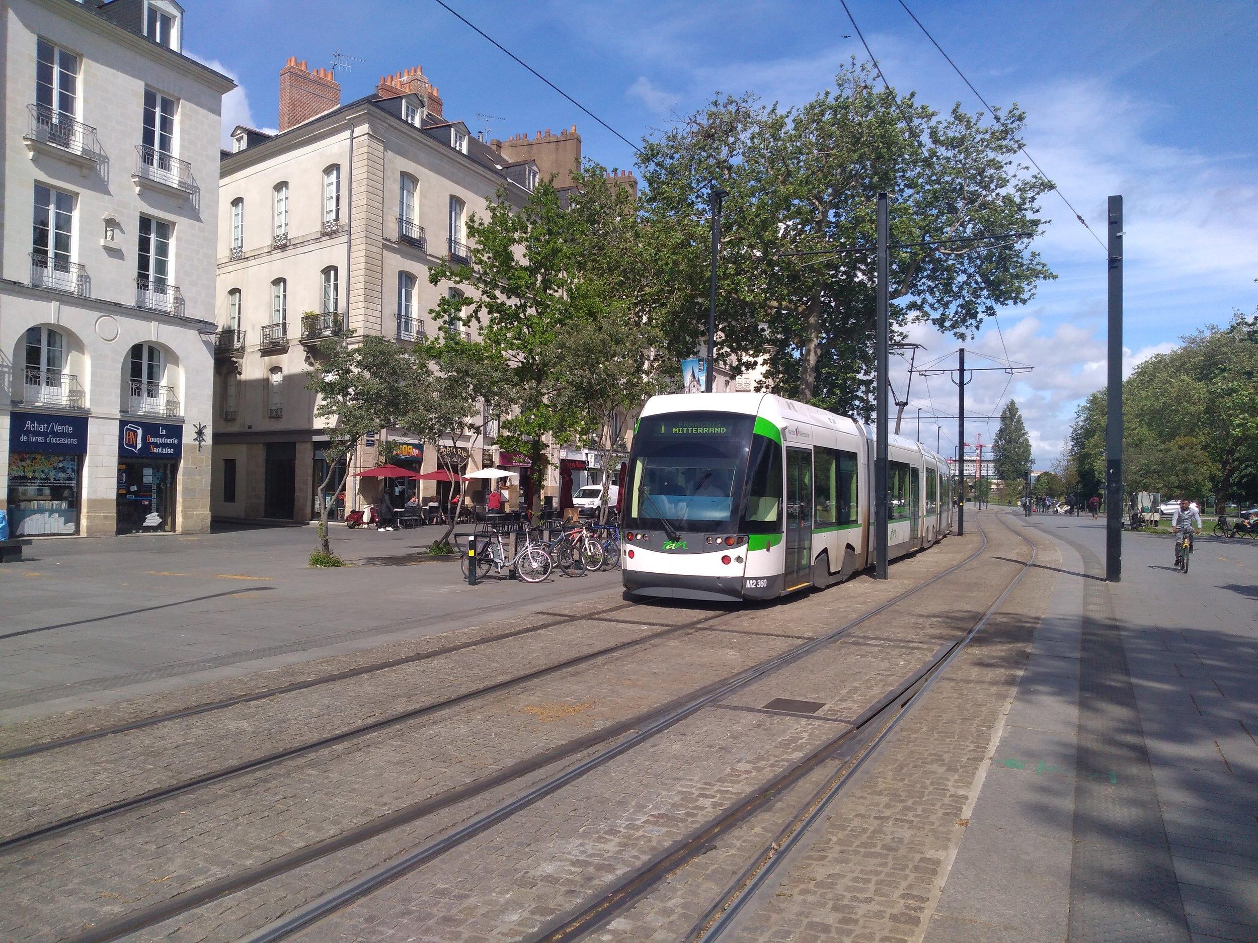 Dnes už skoro dvě dekády stará tramvaj Adtranz Incentro. Hádal by jí někdo tento věk?