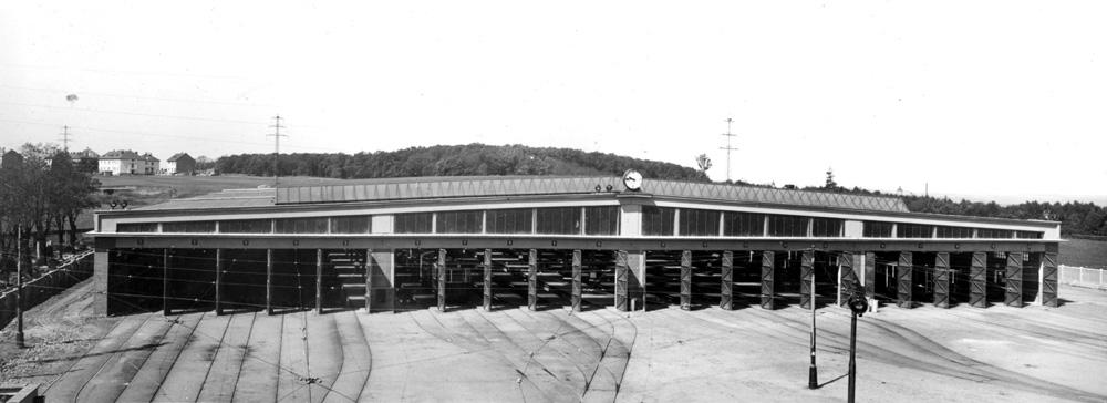 Pražská vozovna Kobylisy na historickém snímku. (foto: archiv DPP)