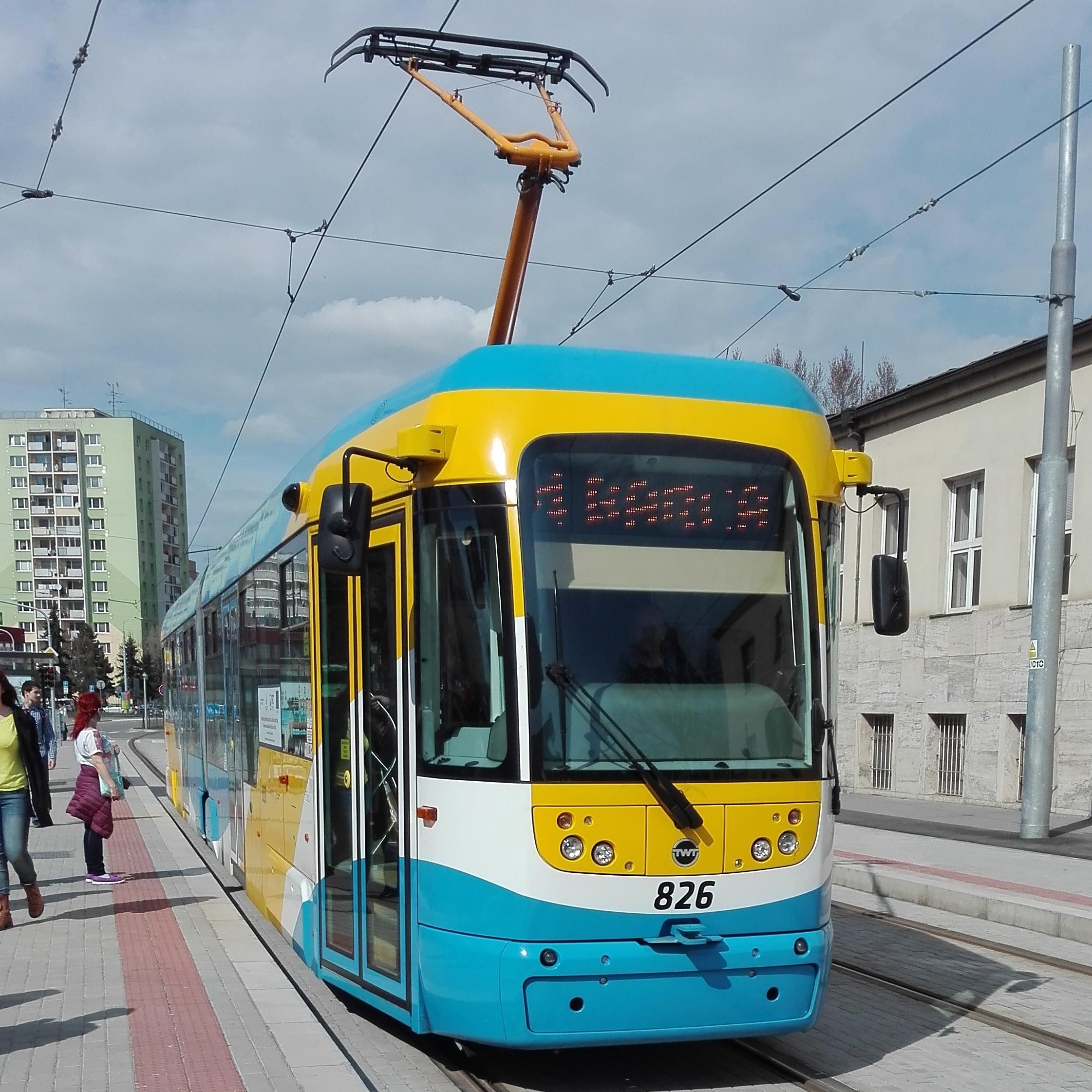 Tramvaj VarioLF2+ v Košicích. (zdroj: Wikipedia.org)