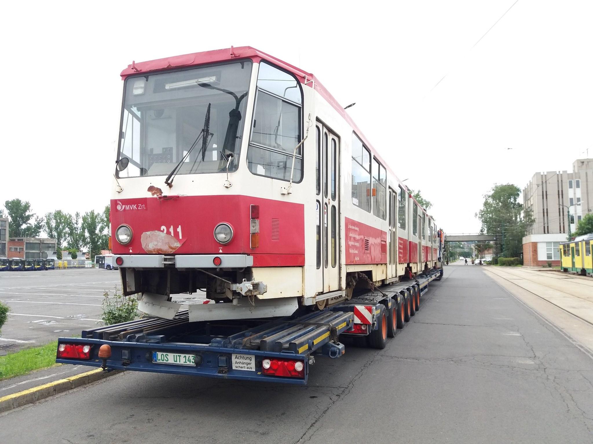 Vůz KT8D5 ev. č. 211 po naložení v Miskolci. (foto: MVK Zrt.)
