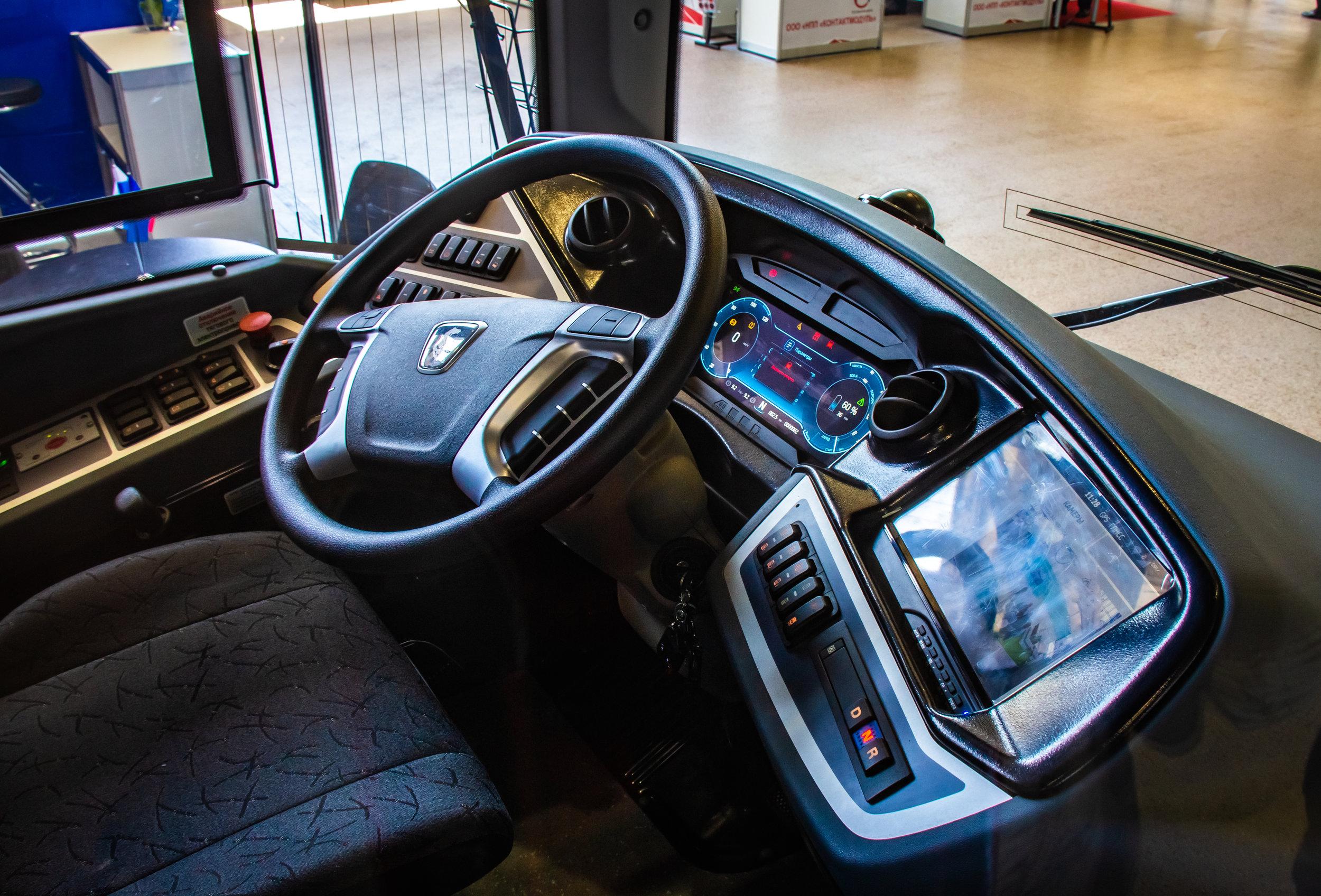 КамАЗ-6282-кабина.jpg