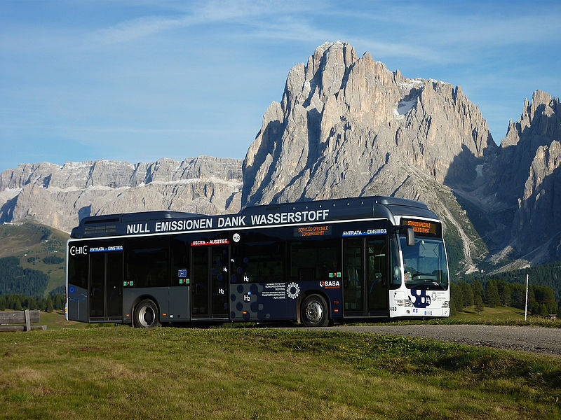V současné době jezdí v Bolzanu pět autobusů Mercedes-Benz Citaro s pohonem na vodík. A jsou enormně drahé. (foto: H2 Südtirol)