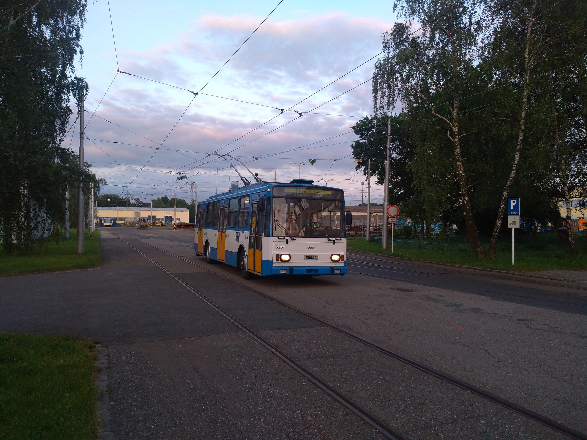 Ještě jednou tentýž trolejbus. (foto: Vít Hinčica)