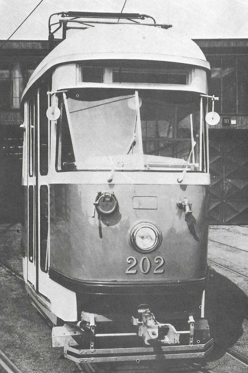 Tramvaj T1 ev. č. 202 pro Košice v pražské vozovně Motol. (foto: DPMK)
