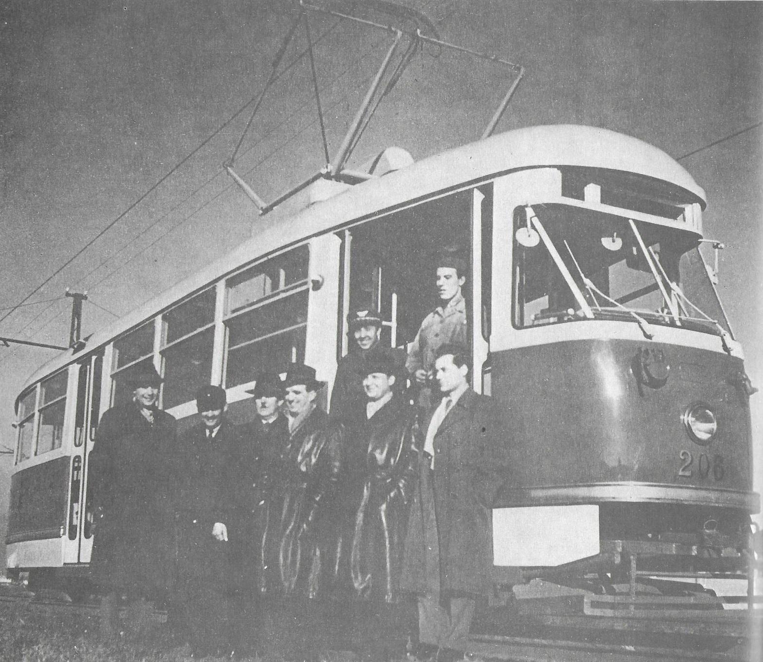 Vůz T1 v. č. 206 během zkoušek na tramvajové rychlodráze k železárnám. Po zahájení provozu ovšem k areálu VSŽ jezdily výhradně vozy T3. (foto: DPMK)