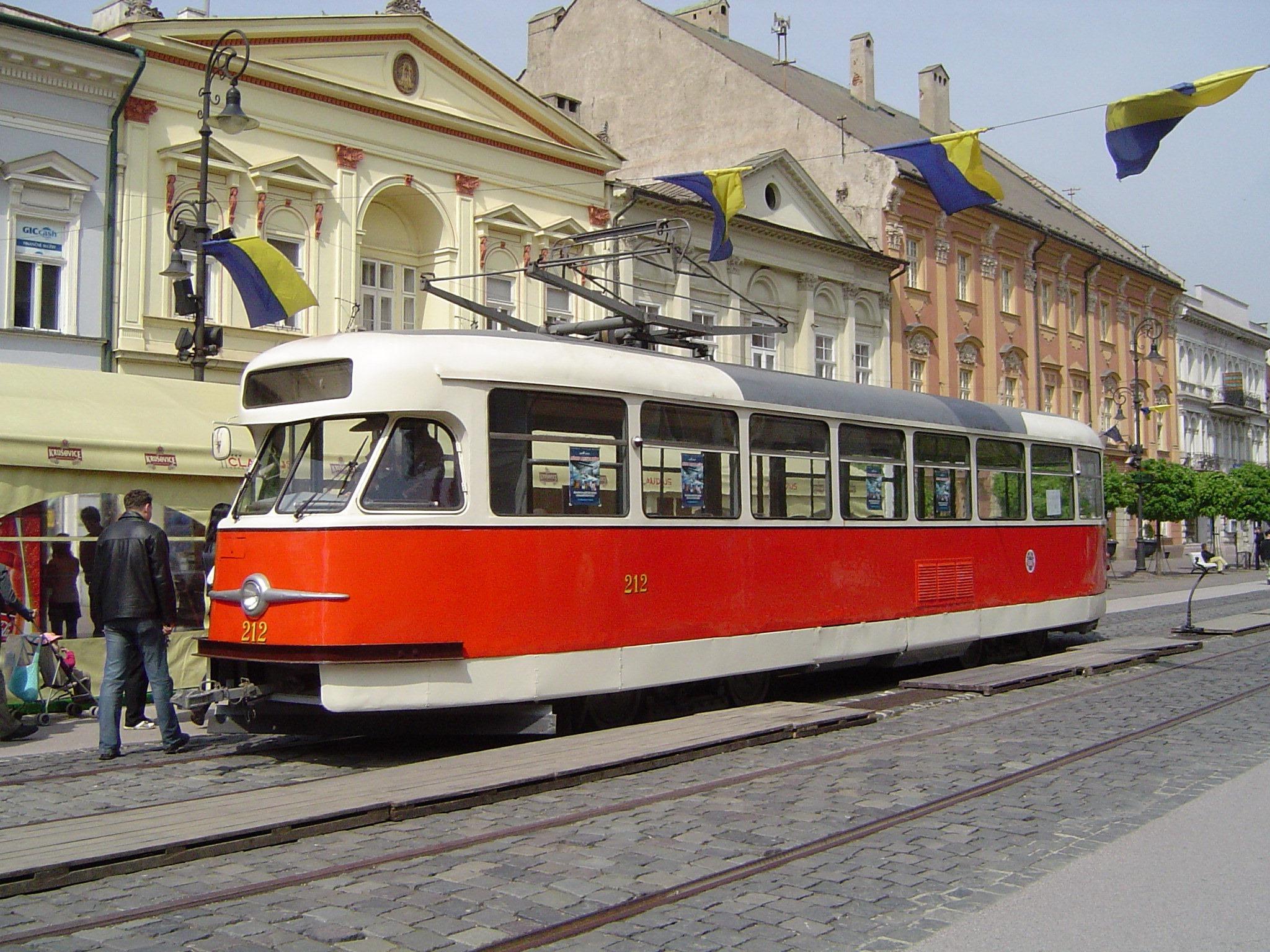 Už v roce 1983 byl vyčleněn jako historický vůz T2 ev. č. 234. Jeho stav se ale v důsledku dlouhodobého odstavení na venkovní ploše zhoršil do té míry, že jej již prakticky nebylo možné opravit. Posloužil tak alespoň jako zdroj některých náhradních dílů pro historický vůz ev. č. 212, který vznikl úpravou ostravského vozu T2 ev. č. 619. (foto: František Šimčák)