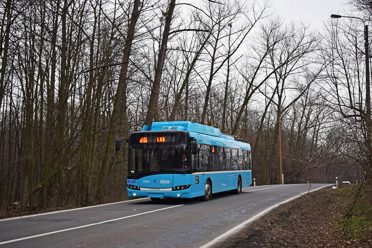 Parciálních trolejbusů má Ostrava prozatím 10. Využívá je na linkách 101 a 106. (foto: Petr Bystroň)