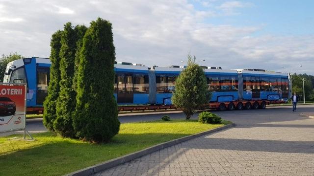 Dalo by se říct, že má tramvaj za sebou dlouhou cestu z Běloruska do Polska, ostatně z Minsku do Olsztyna je to přes 500 km. Ve skutečnosti ale tramvaj dlouhá cesta teprve čeká. Až do Bolívie. (zdroj: facebook MPK Olsztyn)
