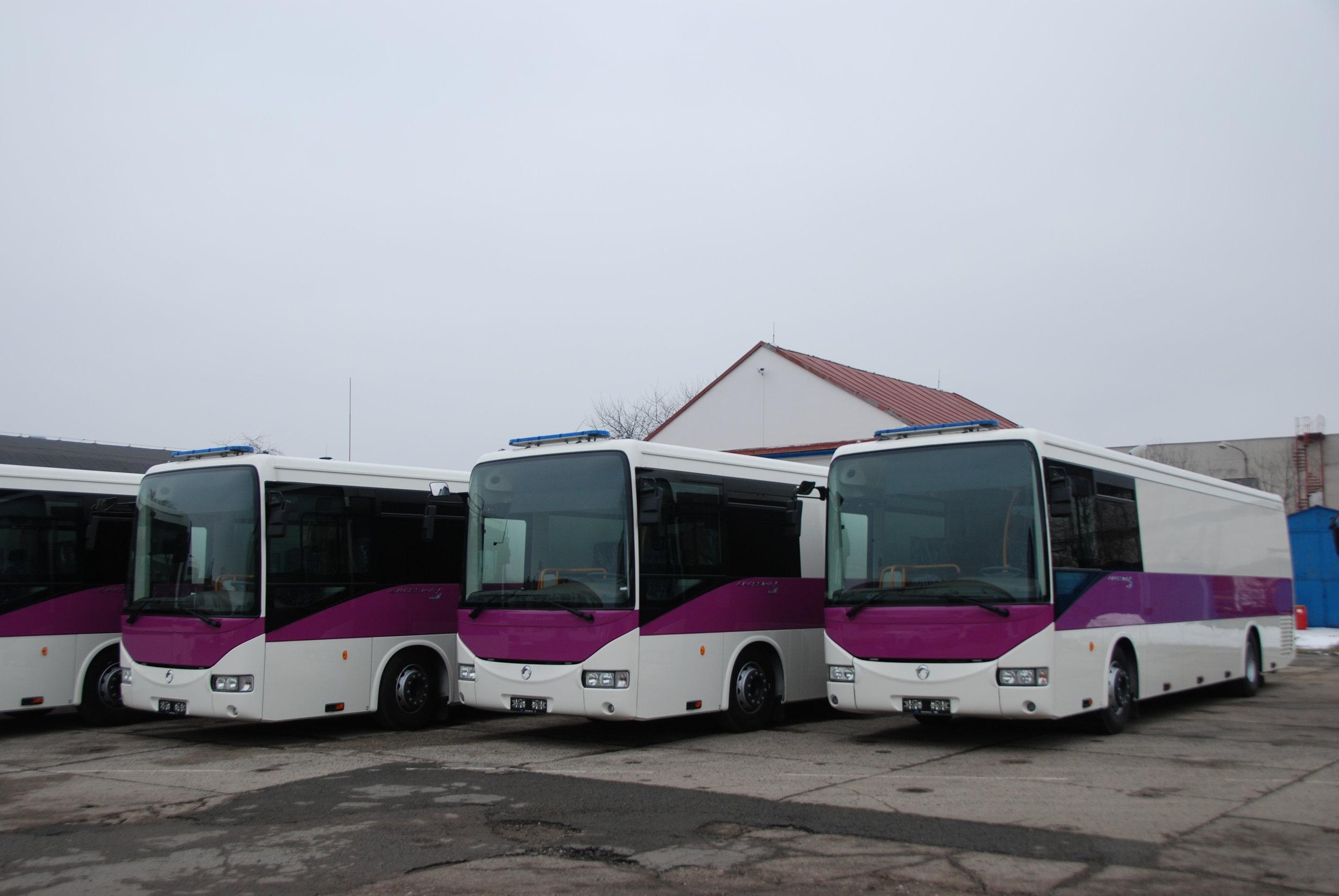 Starší generace autobusů Crossway pro Vězeňskou službu ČR. (foto: Libor Hinčica)