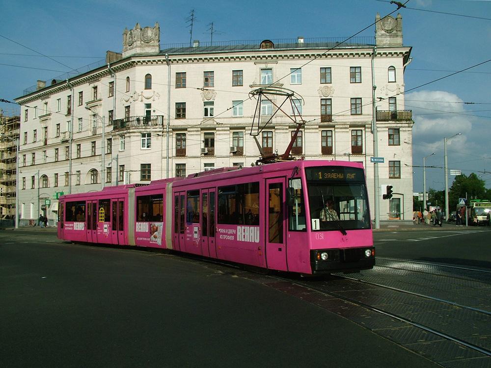 Tramvaj AKSM-743 na snímku z roku 2004. (foto: Jurij Maller)