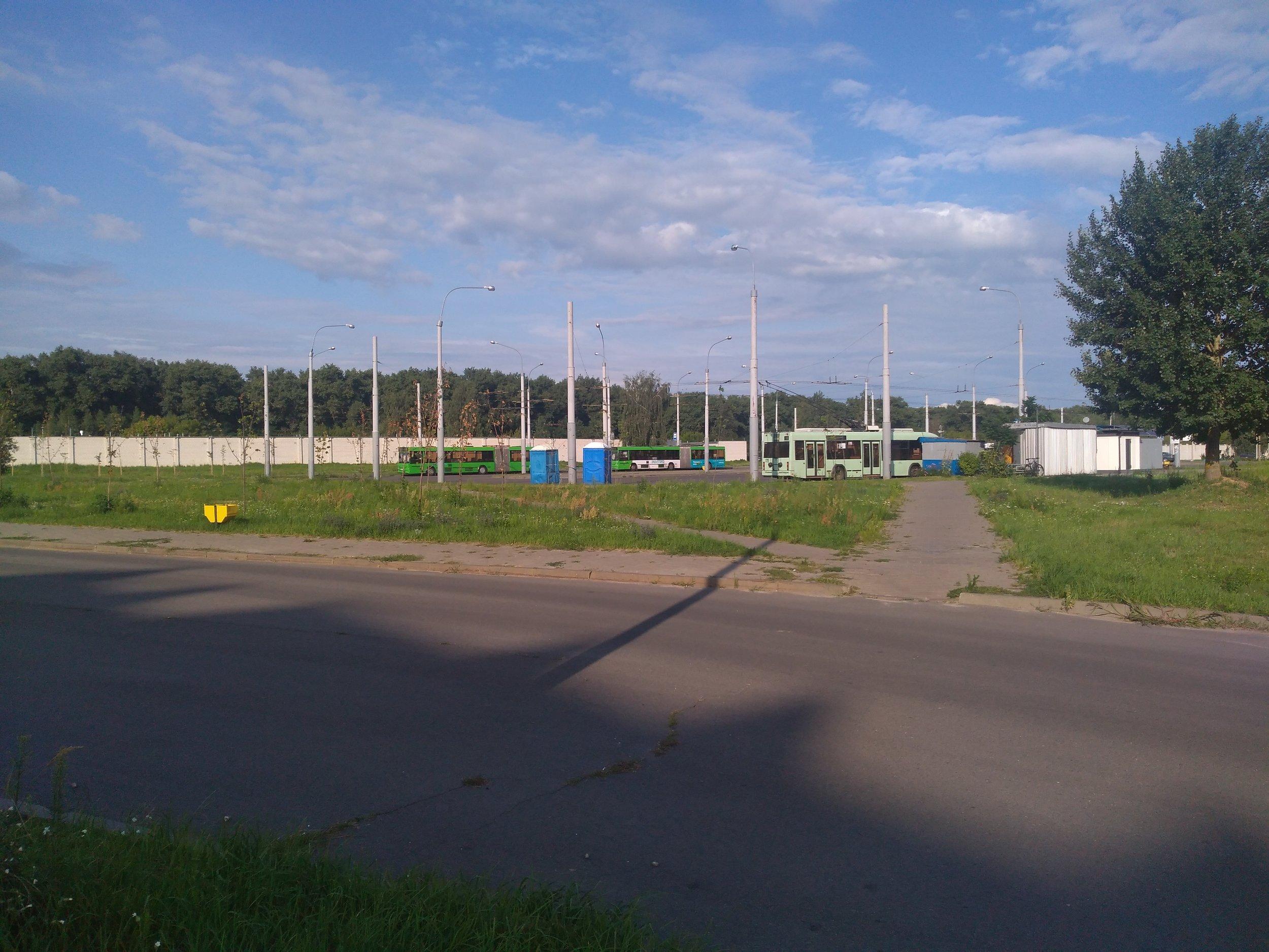 5x konečná Mikrorajon Kljonkovskij na severovýchodě města. Jedná se o konečnou nejmladšího místního zatrolejovaného úseku.
