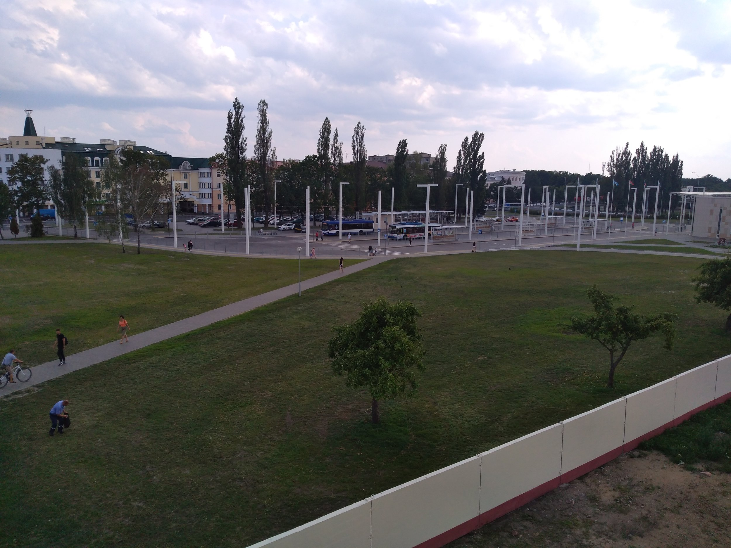 4x nový trolejbusový terminál u vlakového nádraží.