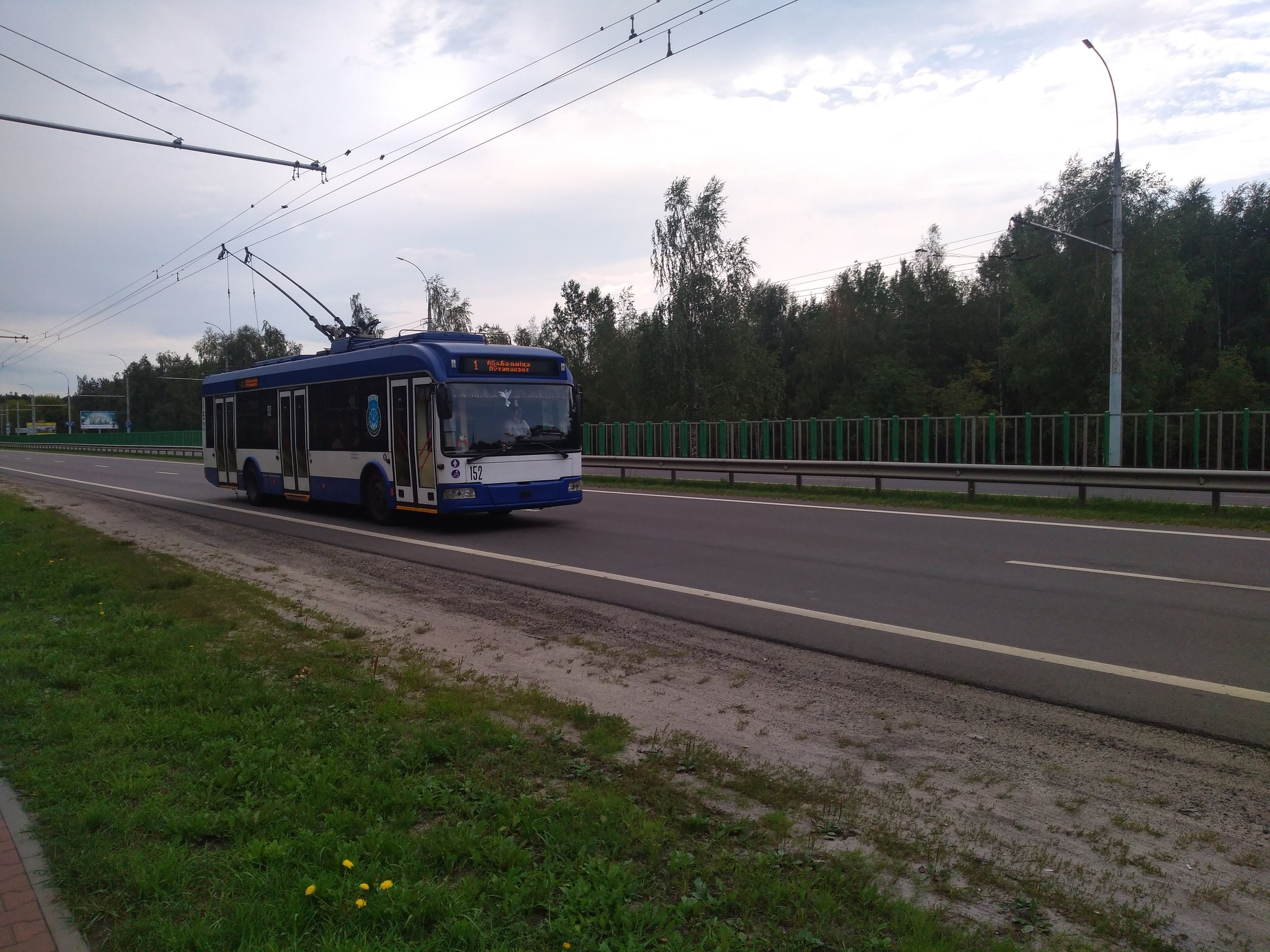 Poslední snímky ukazují situaci na trati k nemocnici i samotnou konečnou Oblastnaja bol'nica.