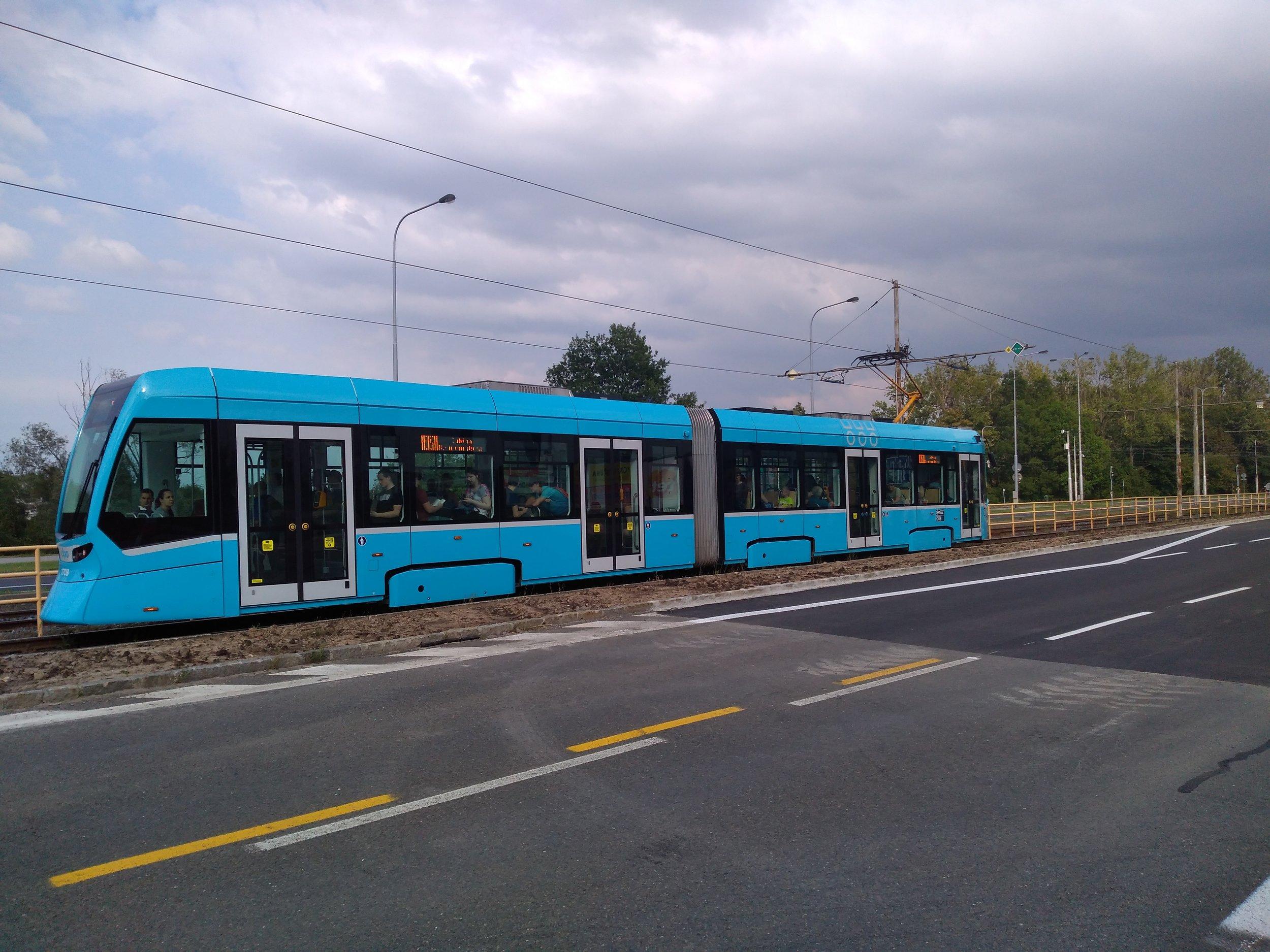 Tramvaj v Porubě dne 12. 8. 2019.