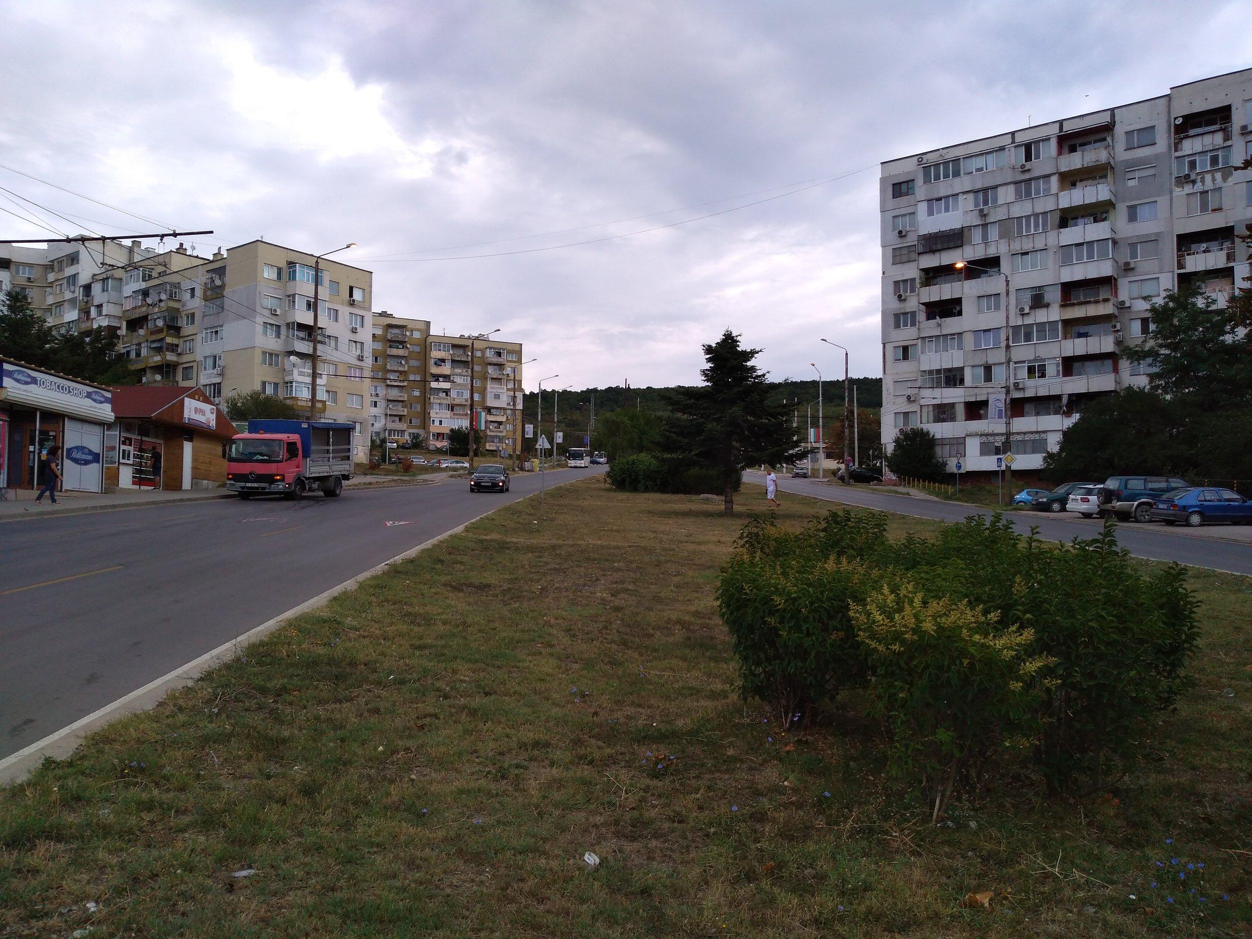 Kolem sídliště Vladislavovo vede trolejbusová trať, ta je ale už více než 10 let nevyužívaná.