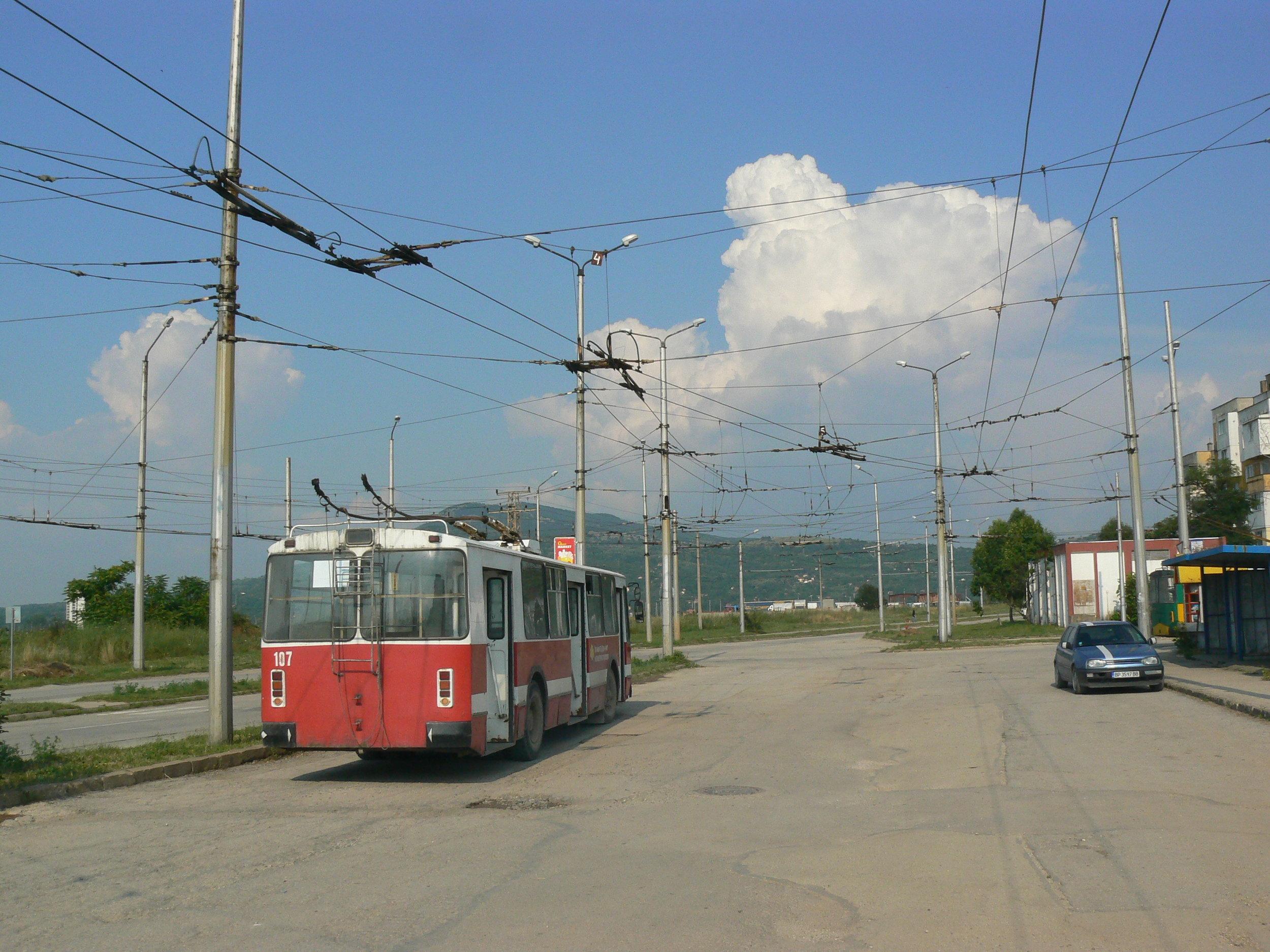 Snímky v této galerii jsou z července 2014. Na prvním z nich konečná Blok 26, doprava vede trať k vozovně.