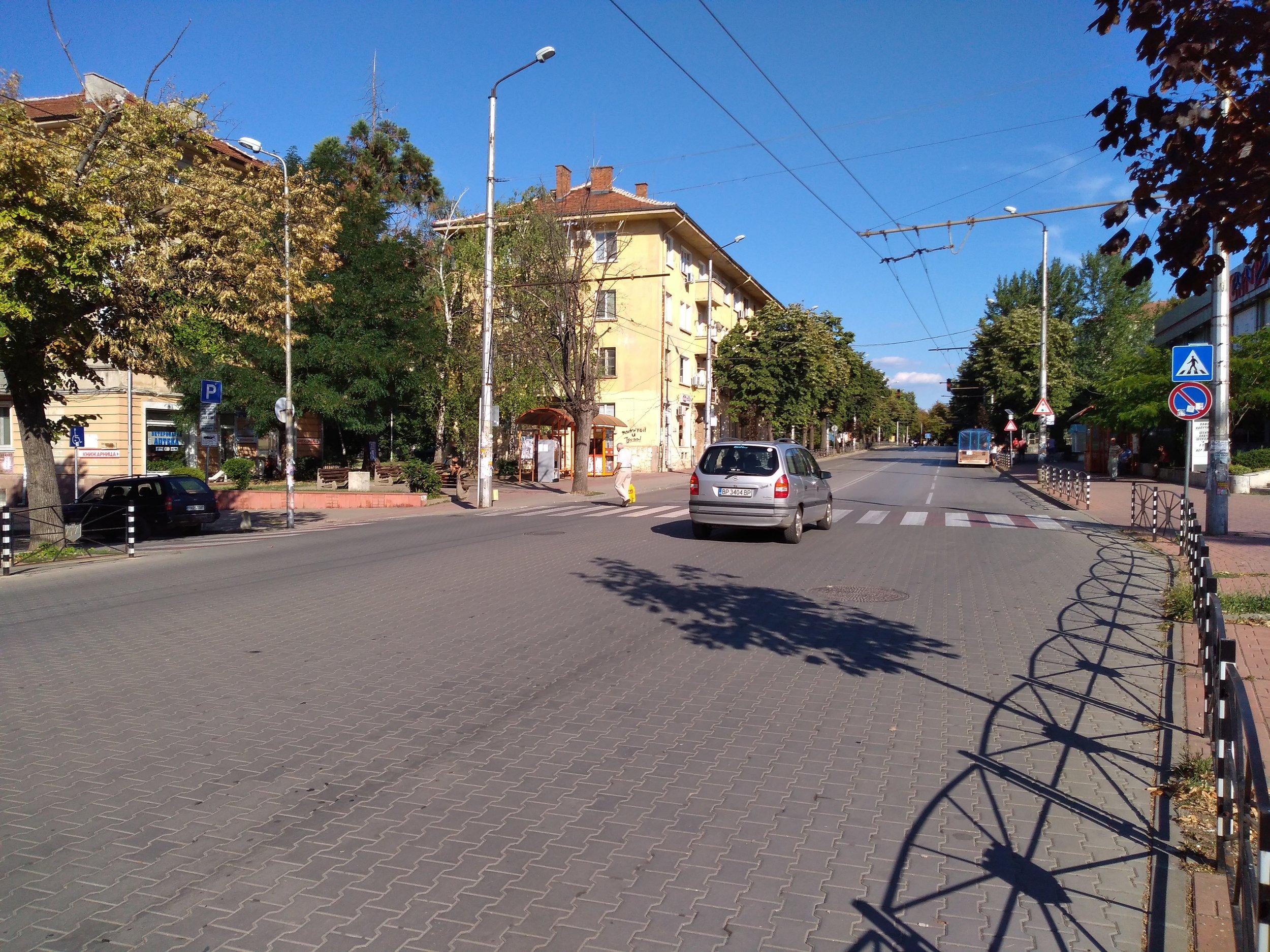 Pohled z náměstí Makedonia na obě strany.