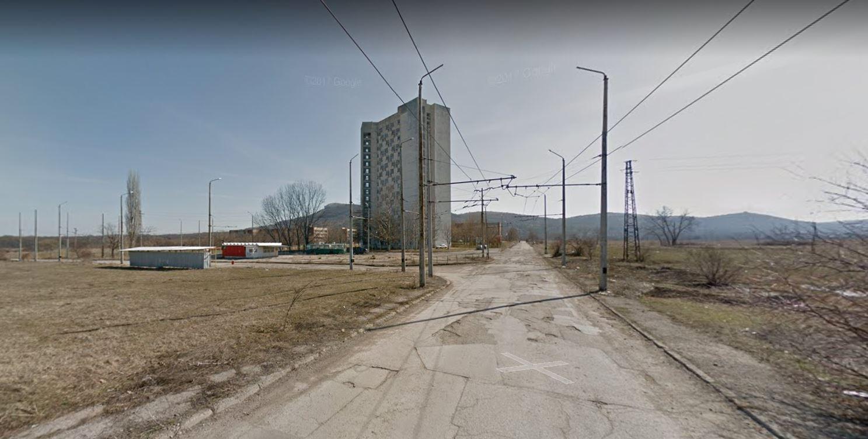 Pohled na konečnou Učeničeskij kompleks. Trolejbusy tu již nejezdí. (zdroj: Google Maps)