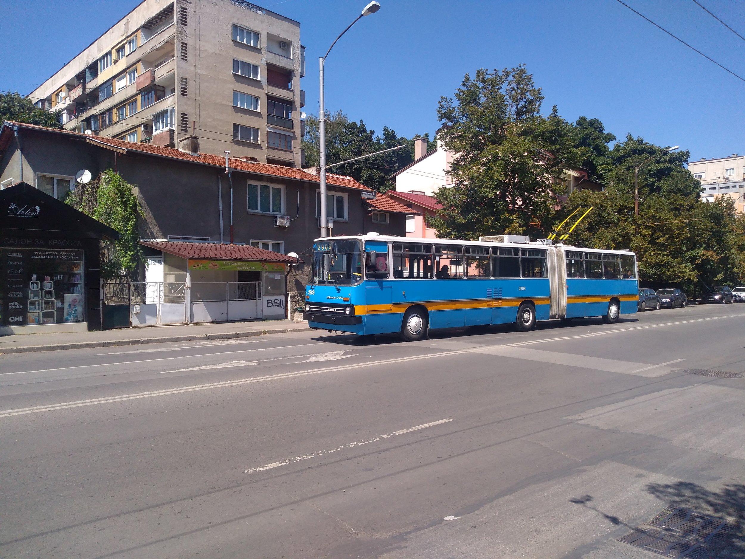 Ikarus 280.92 se prohání v jižní části města dne 20. 8. 2019.