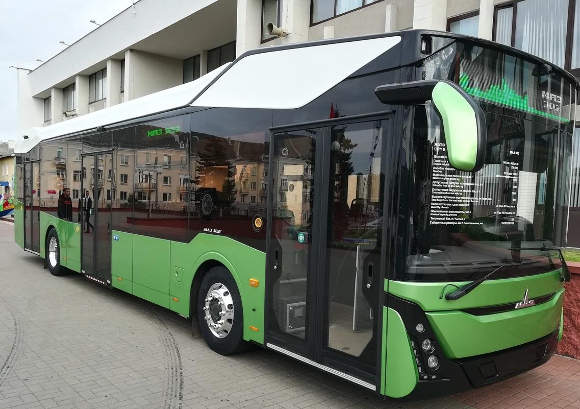 MAZ představil nedávno autobus třetí generace označený jako MAZ-303. Zřejmě právě tento autobus s motorem Euro 6 do Minsku zamíří. (foto: Wikipedia.org)