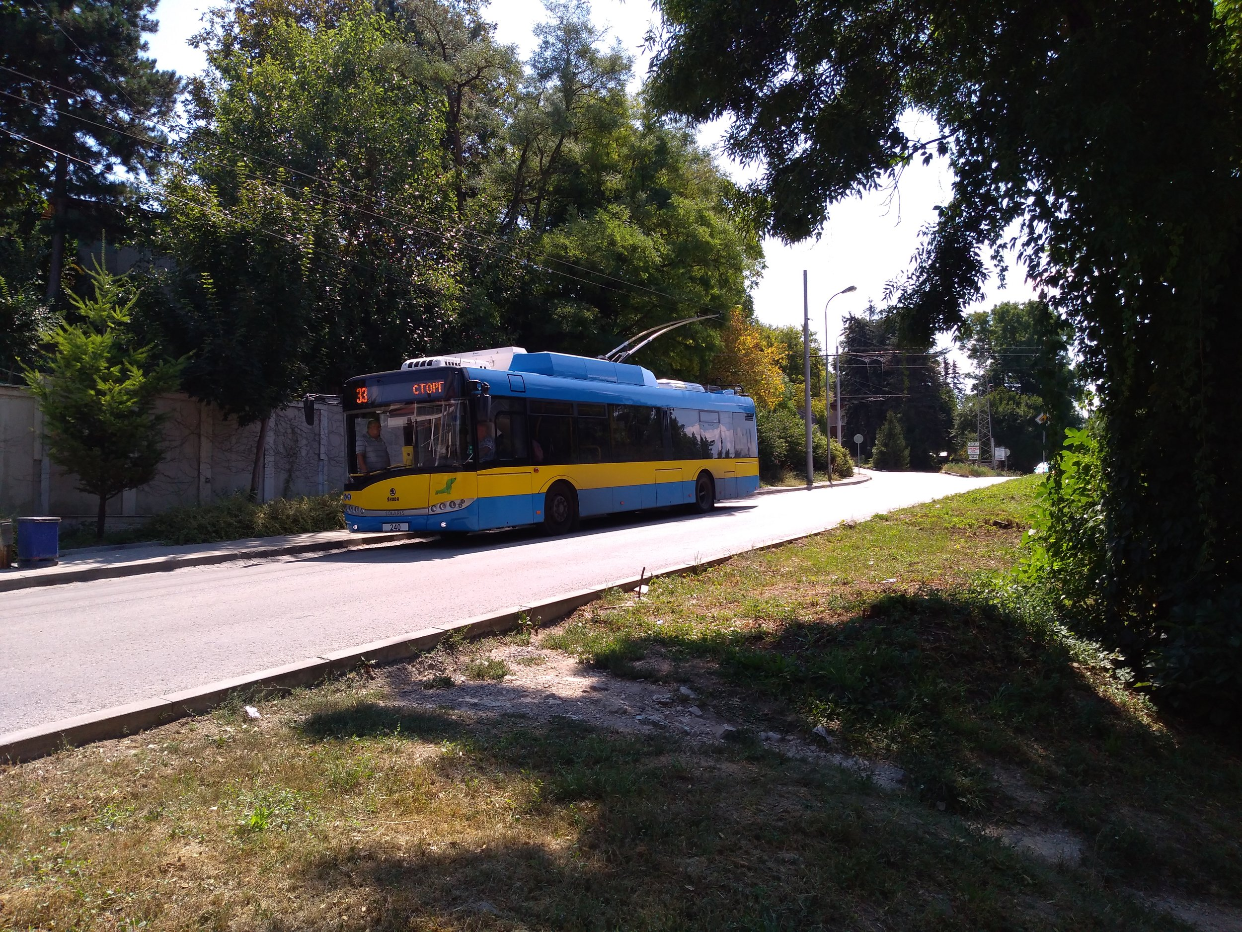 Následující galerie ukazuje jednostopou trať přes čtvrť Kajlăka, kterou začala obsluhovat linka č. 33. Snímky byly pořízeny proti směru hodinových ručiček (tj. proti směru jízdy linky č. 33, pokud není uvedeno jinak) a začínají u jižní konečné Mosta (za zády fotografa), kam začaly roku 1985 jezdit od nádraží vůbec první trolejbusy. Trať není do konečné Mosta zaústěna, jen ji lemuje z východní strany a teprve poté se napojuje na původní trať.