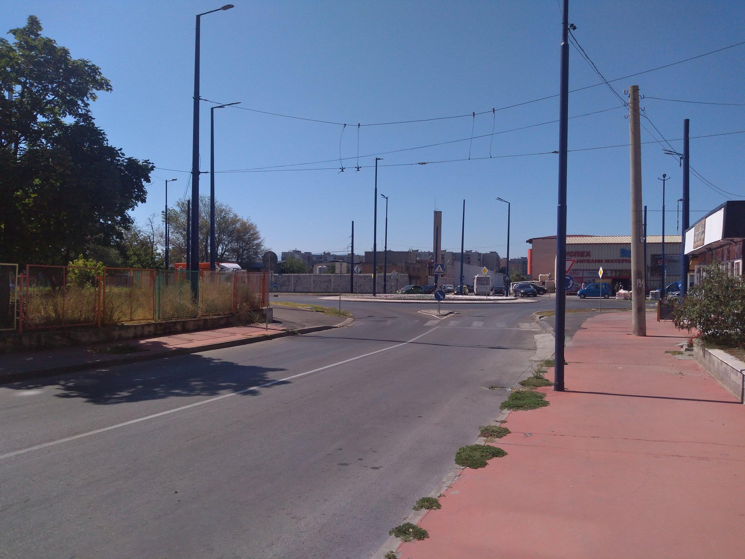 Následující snímky ukazují trolejbusovou síť v západní části města, která byla jižně od vozovny přerušena.