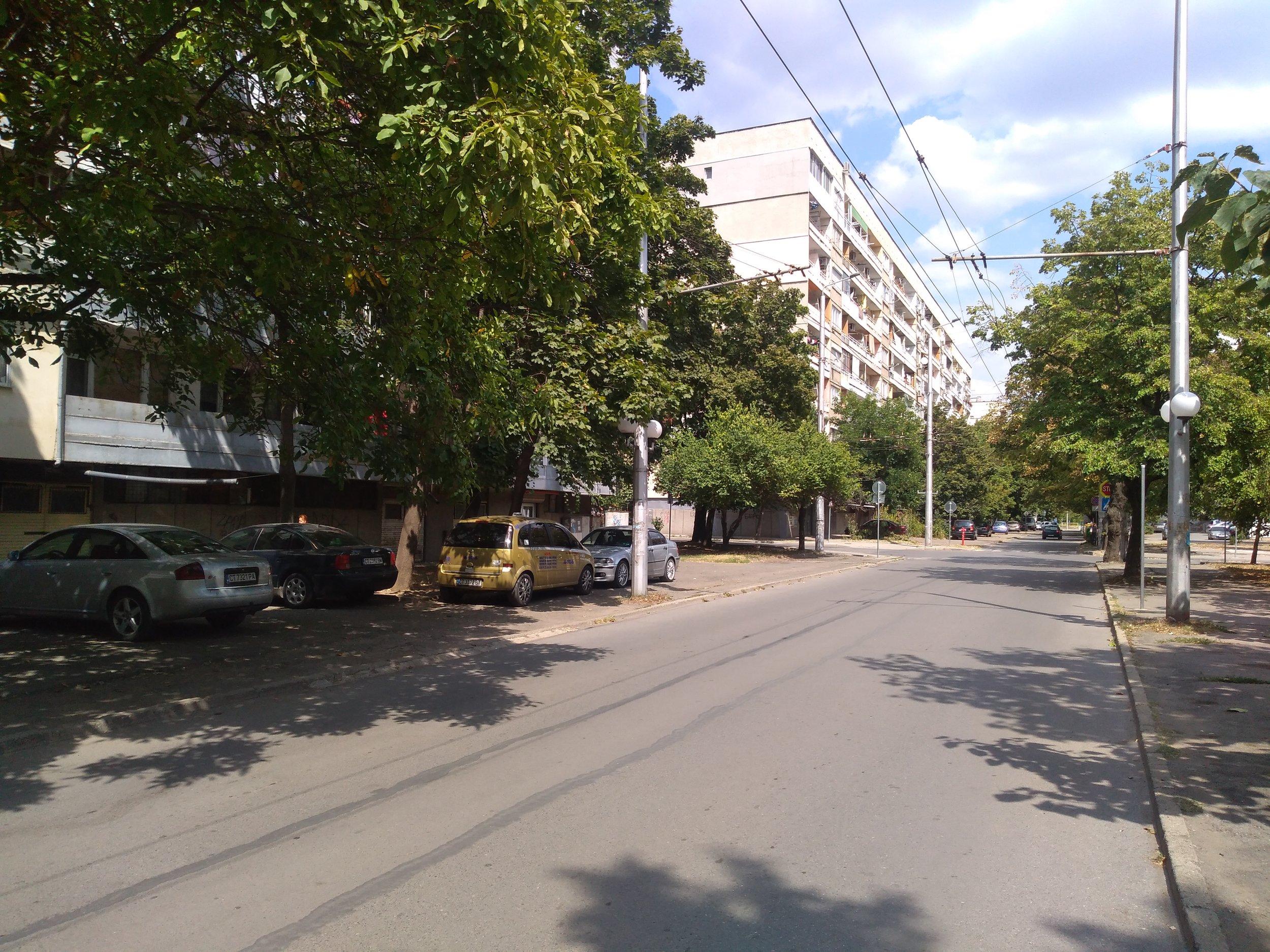 Tři snímky u ulice General Gurko. Trať ústila na hlavní třídu Sveti Patriarch Evtimij.