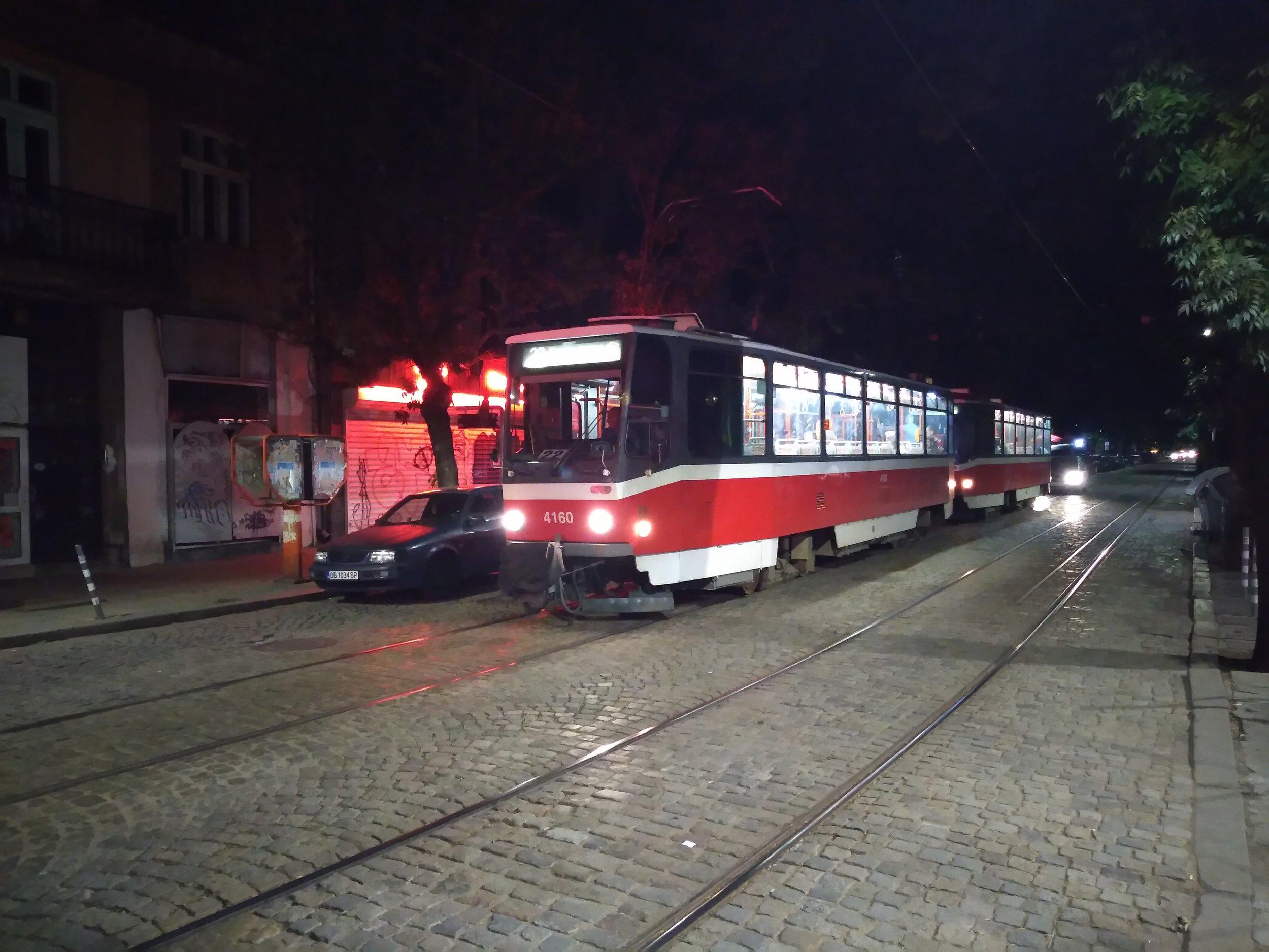Na závěr i nějaká česká tramvaj... Cestovat tramvají po Sofii v nočních hodinách není kvůli všudepřítomným podivným existencím zrovna doporučeníhodný zážitek.