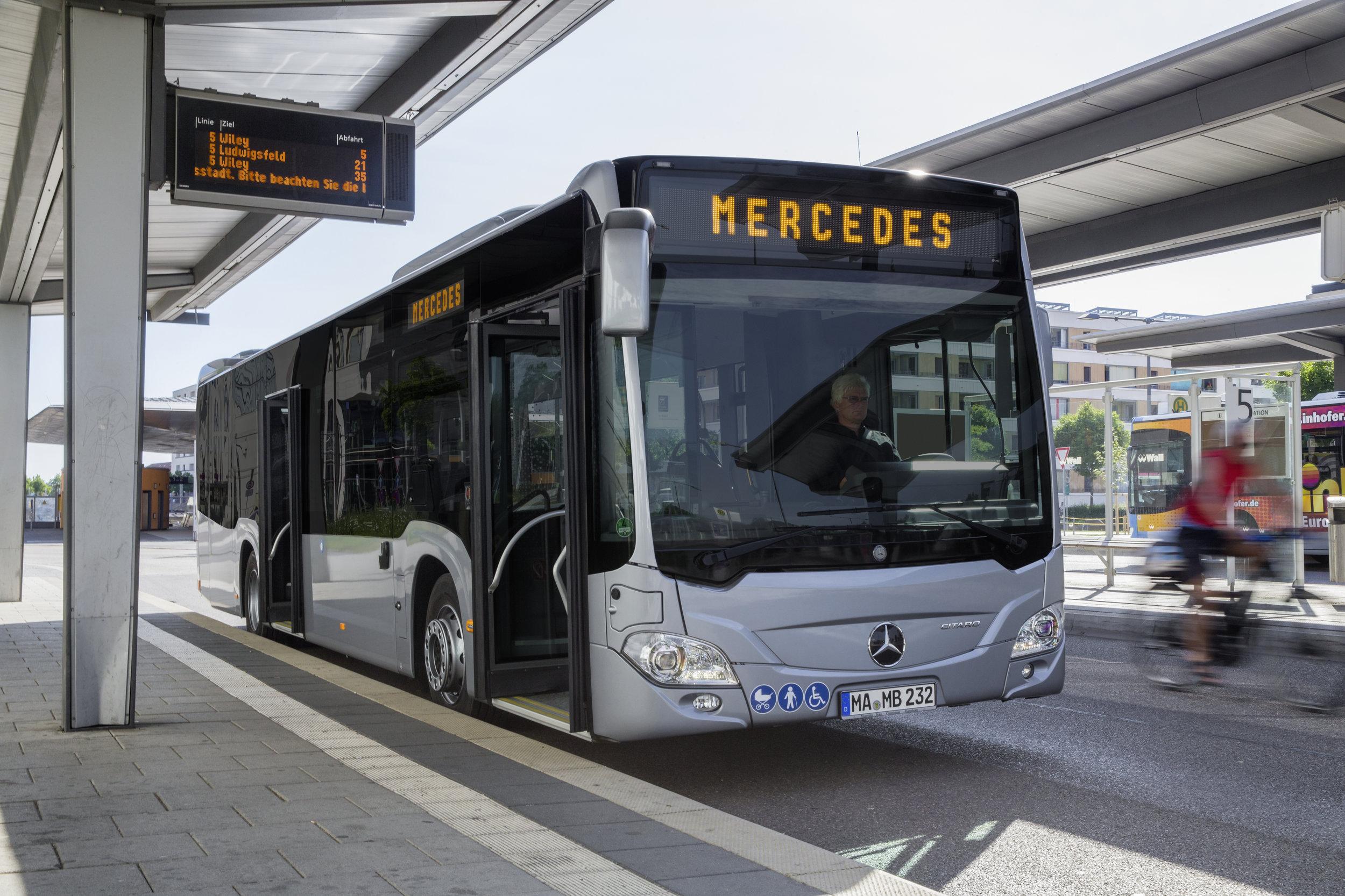Mercedes-Benz Citaro hybrid na ilustračním snímku výrobce. (foto: Daimler Buses)
