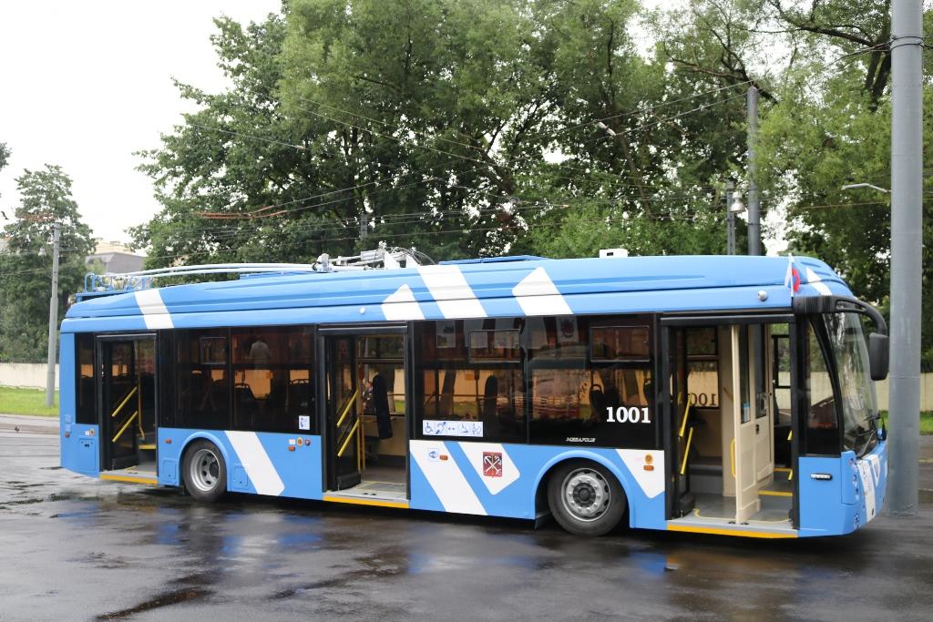 Parciální trolejbusy daly petrohradské MHD nový impulz. Zdá se ale, že si ale někdo jejich rozvoj nepřeje, natož aby si přál obecný rozvoj trolejbusů. (Администрация Санкт-Петербурга)