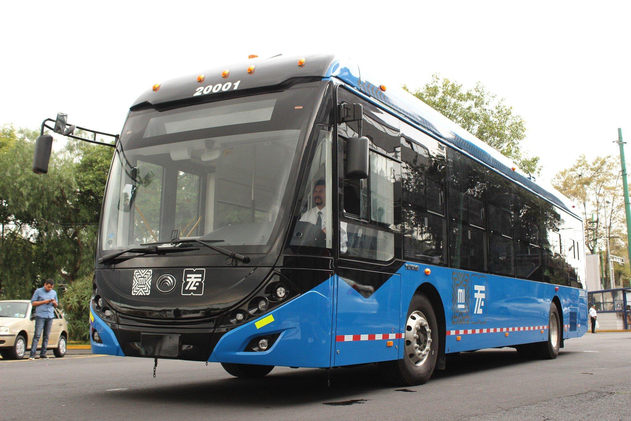 Nový trolejbus je v Mexiku již jeden měsíc. Na dalších 62 se ještě čeká. (foto: Servicio de Transportes Eléctricos)