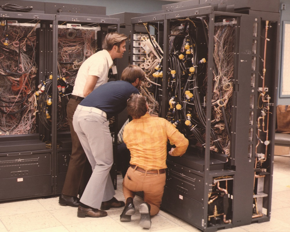 By ENERGY.GOV (Photo of the Week: 70s Supercomputer style) [Public domain], via Wikimedia Commons  https://commons.wikimedia.org/wiki/File%3APhoto_of_the_Week-_70s_Supercomputer_Style_(8971052970).jpg