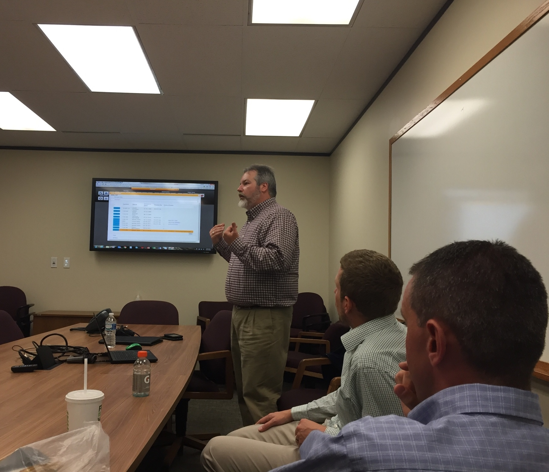 GeoDecisions Senior Project Manager Kevin Scott, GISP, explains GeoPlan sanitary sewer and stormwater advantages during Gannett Fleming water engineering learning session.