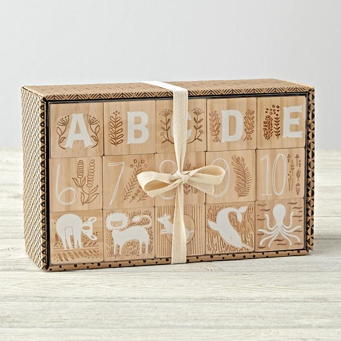 It comes in this cute packaging, featuring some of the geometric patterns from the blocks.