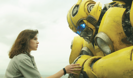 """Hailee Steinfeld shares the screen with her robot in """"Bumblebee."""""""