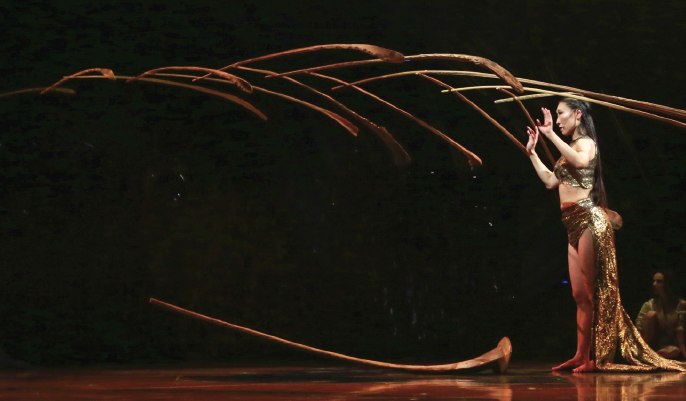 An breath-taking balancing act by the Balance Goddess with palm leaf ribs.