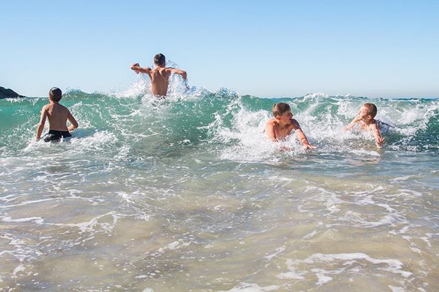 If you're local, is this not the longest cold season ever? Dying for warmer temps! Also, I may be regretting that comment in September when it's triple digits 🔥  One of my favorite families, doing one of their favorite activities 🌊