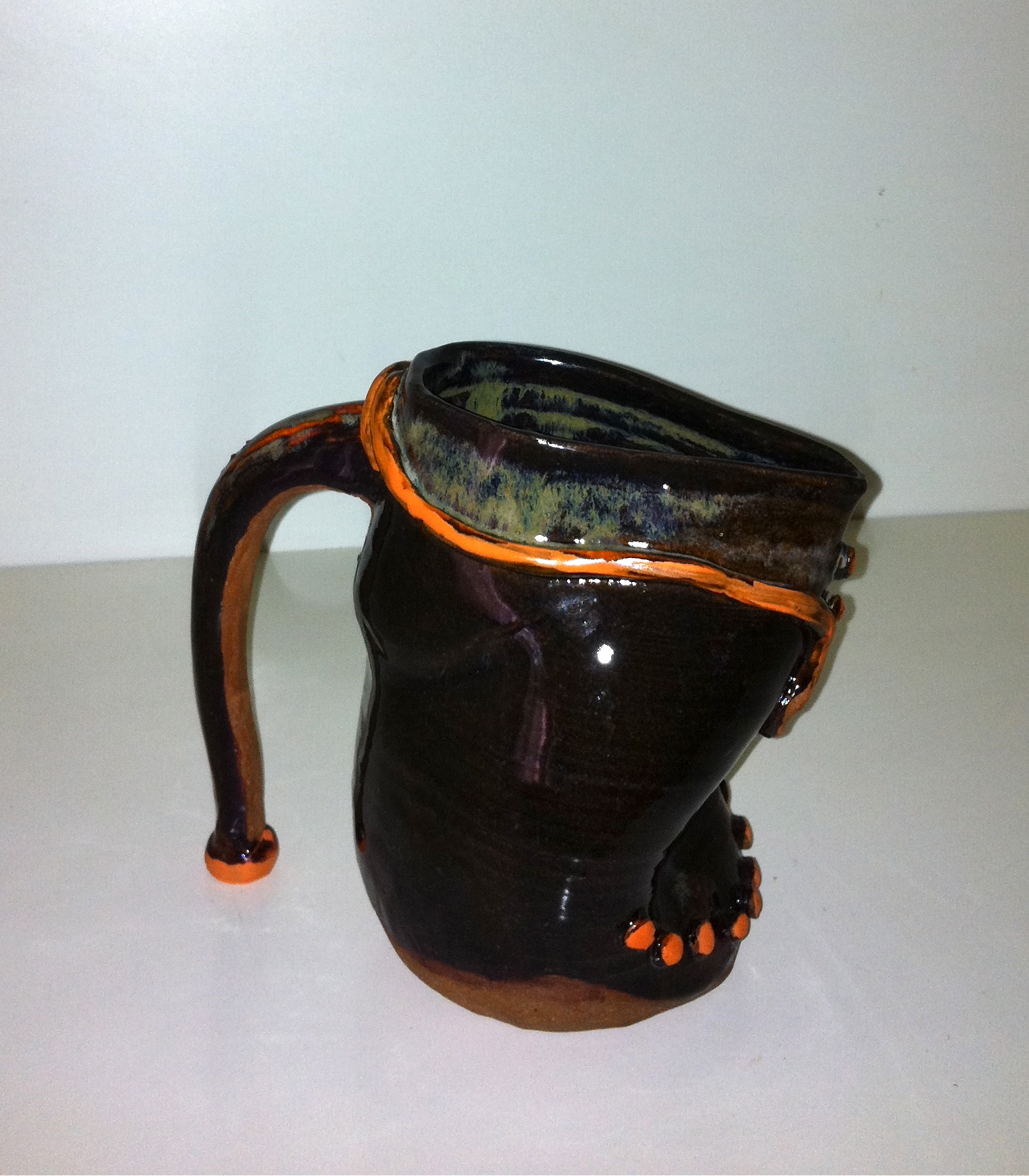 Shoe pitcher, side