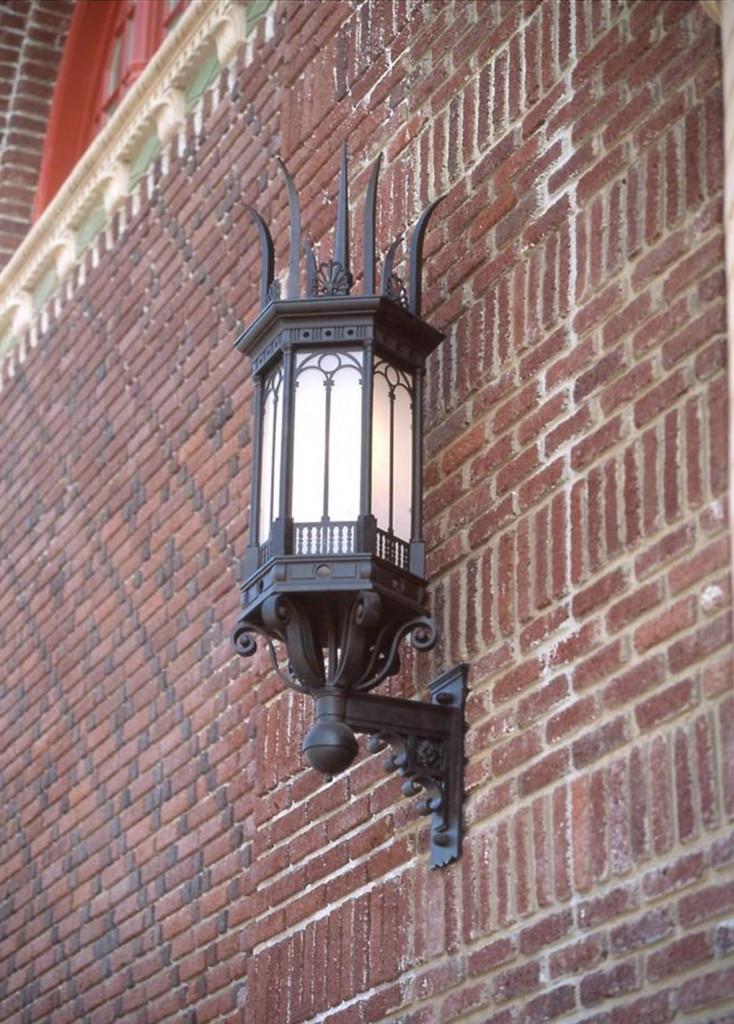 Spiked Cast Exterior Light
