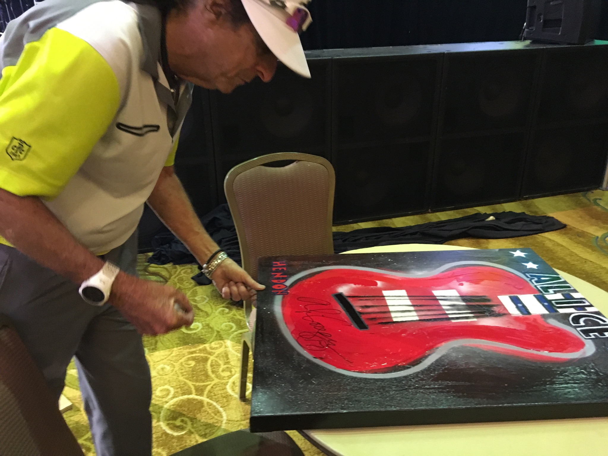 Alice Cooper signing Hendon's painting for Saint Jude Hospital