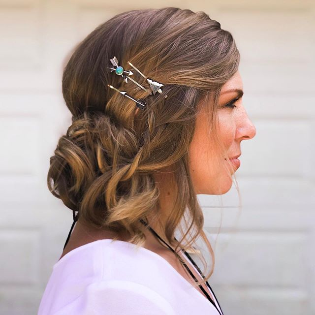 If you're feeling bored with your hair or need a simple style solution, try adding some decorative bobby pins. I recommend putting an odd number, like 3-5, in one area such as between the ear and crown of the head (pictured), between the ear and the nape of the neck, or directly above a pony/bun. . Simple accessories like these are a great way to add a few staples to your wardrobe accessories without going bonkers on over spending and over consuming. . Clean, farm-to-bottle styling products for the win.  @owayorganics Thermal Protector, Boho Pomade, and Sculpting Mist.